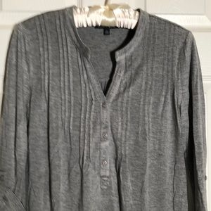Cable and gauge pullover top size small. Gray.